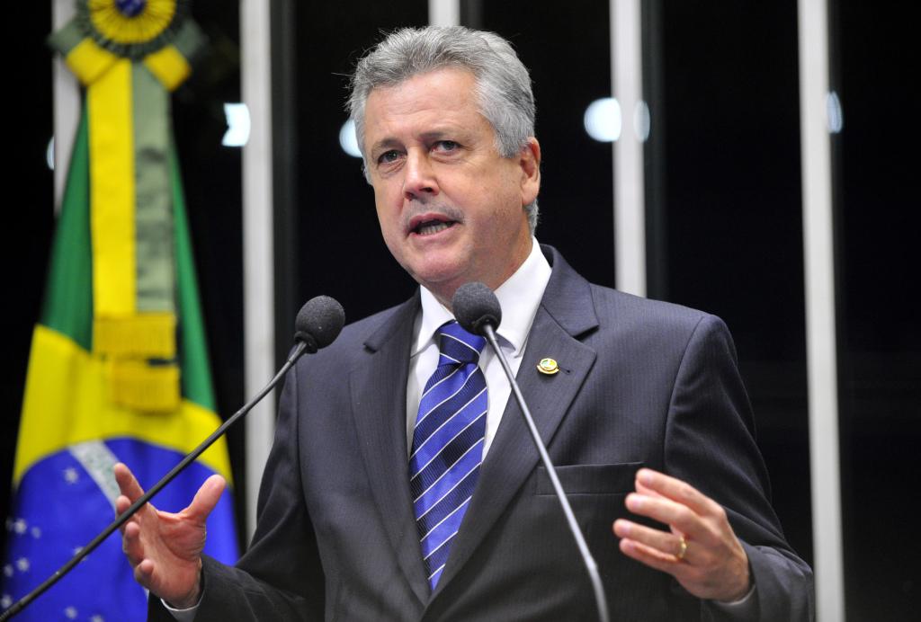 Senador Rodrigo Rollemberg (PSB-DF) declara seu apoio ao projeto (PLV 6/12) que tem o objetivo de facilitar financiamentos para a compra de bens e serviços de tecnologia destinados a pessoas com deficiência